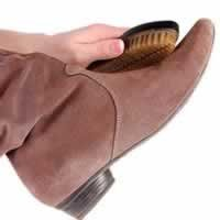 Как заботится о кожаной  и замшевой обуви?