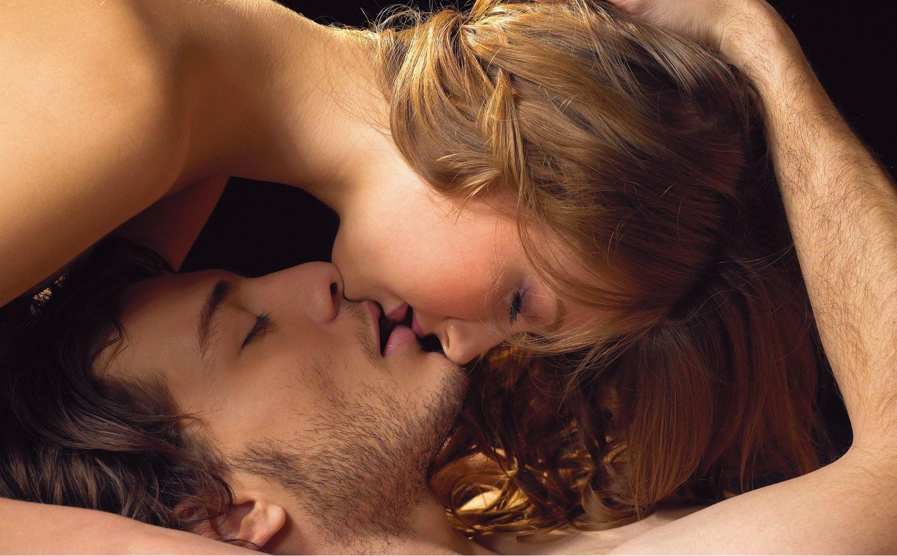 Сексный поцелуй