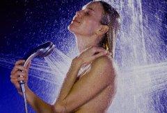 Контрастный душ повысит давление
