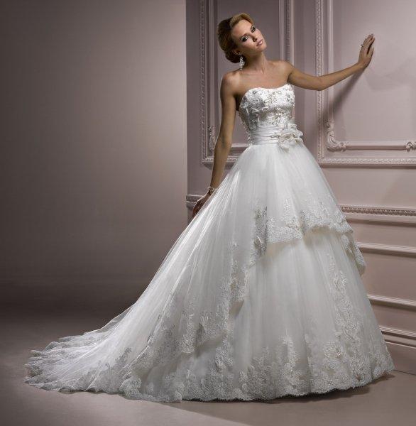 Свадебное платье ярусами