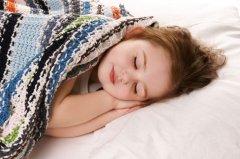 Малыш должен спать больше 9 часов в сутки. Обязательно впишите в график дневной сон