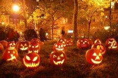 Тыквы со страшными мордашками изготовленные к празднику Хэллоуин