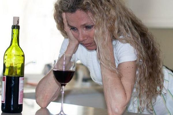 Женский алкоголизм неизлечим или шансы избавиться от него существуют?