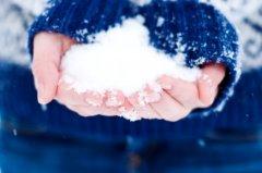 В этот праздник обязательно нужно умыться снегом