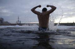 Чтобы не болеть целый год, необходимо помыться крещенской водой